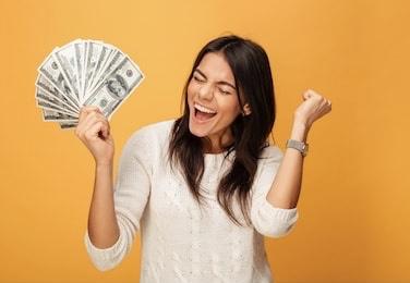 より幸せなお金の使い道は「経験を買う」「ご褒美にする」「時間を買う」「先に払って後で消費する」「他人に投資する」の5つ。