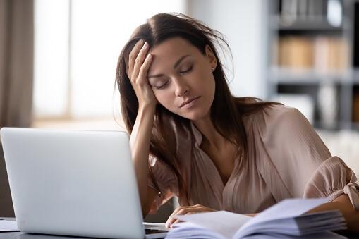 7時間以上寝ないと健康にも脳にも悪影響。(認知症の発症リスクも30%増)