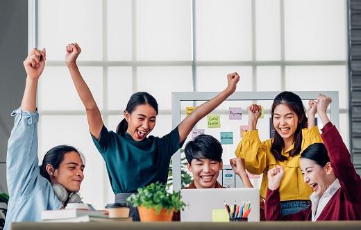 「幸福度が高いと創造性や生産性が高くなる」という研究成果が増えてきているらしい。